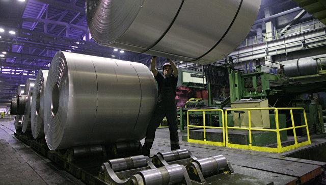 Алюминиевая лента в прокатном цехе завода Русал Саянал