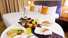 Завтрак в номер в отеле. Архивное фото
