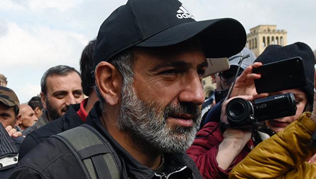Лидер протестного движения Мой шаг Никол Пашинян на площади Республики в Ереване. 22 апреля 2018