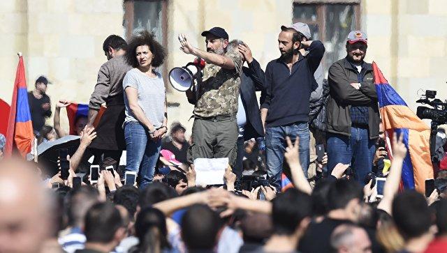 Никол Пашинян обращается к сторонникам в Ереване. 23 апреля 2018