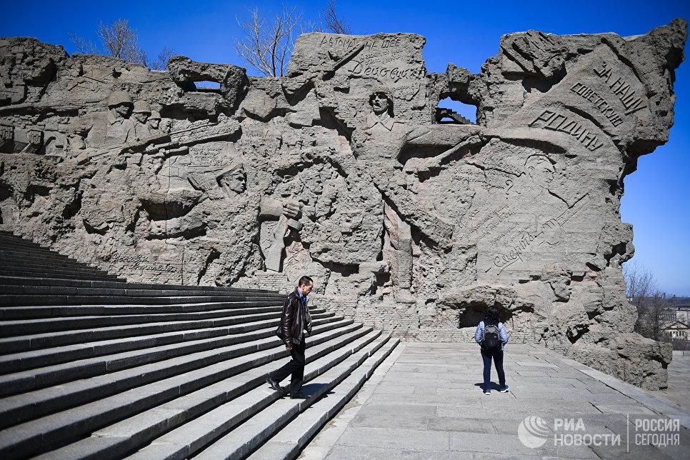 Композиция Стены-руины на территории Историко-мемориального комплекса Героям Сталинградской Битвы на Мамаевом Кургане