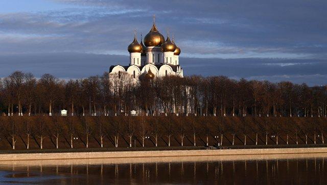 Вид на Успенский кафедральный собор в Ярославле. Архивное фото