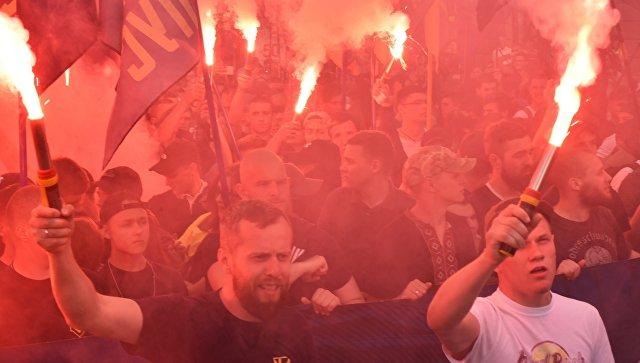 Участники факельного шествия националистов, приуроченного к четвёртой годовщине событий 2 мая 2014 года в Доме профсоюзов в Одессе. Архивное фото