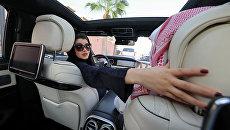 Саудовская женщина учится вождению в Эр-Рияде. Архивное фото