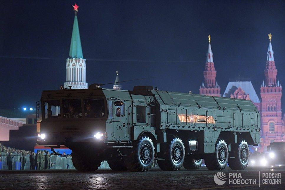 Оперативно-тактический ракетный комплекс Искандер-М на репетиции военного парада на Красной площади, посвященного 73-й годовщине Победы в Великой Отечественной войне