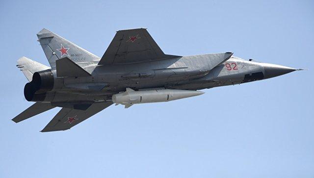 Многоцелевой истребитель МиГ-31 с гиперзвуковой ракетой Кинжал. Архивное фото
