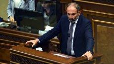 Кандидат в премьер-министры Армении - глава фракции Елк, руководитель оппозиционного движения Никол Пашинян во время специального заседания парламента Армении. 8 мая 2018