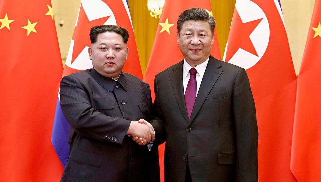 Лидер КНДР Ким Чен Ын с президентом Китая Си Цзиньпином. Архивное фото