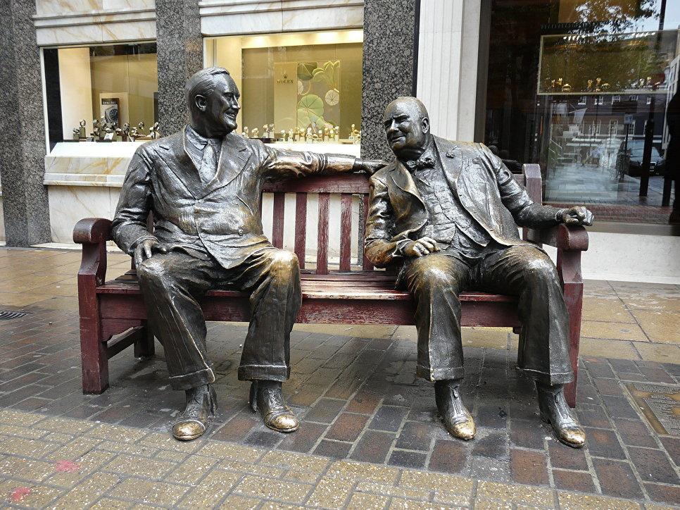 Памятник Франклину Рузвельту и Уинстону Черчиллю на Бонд-стрит в Лондоне
