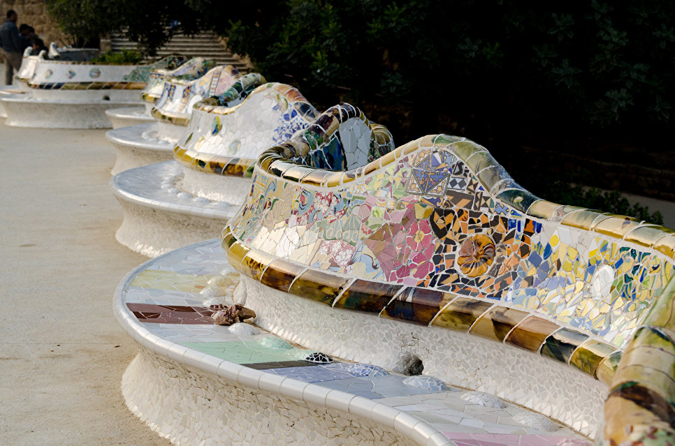 Лавка Гауди в парке Гуэль