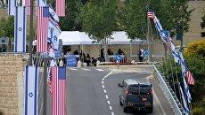 Флаги США и Израиля у нового посольства США в Иерусалиме