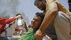 Пострадавшие в столкновениях с израильскими военными на границе сектора Газа с Израилем. Архивное фото