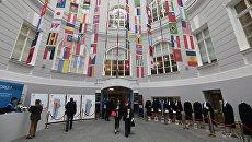 Флаги стран-участниц Санкт-Петербургского международного юридического форума LF 2018. Архивное фото