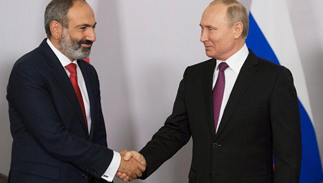 Путин в«Лужниках» познакомил Пашиняна спрезидентом Азербайджана