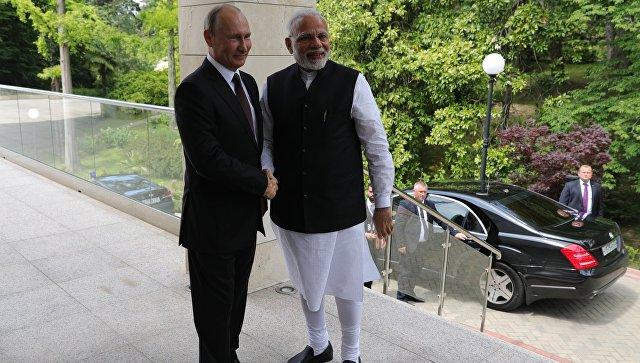 Президент РФ Владимир Путин и премьер-министр Республики Индии Нарендра Моди во время встречи. 21 мая 2018