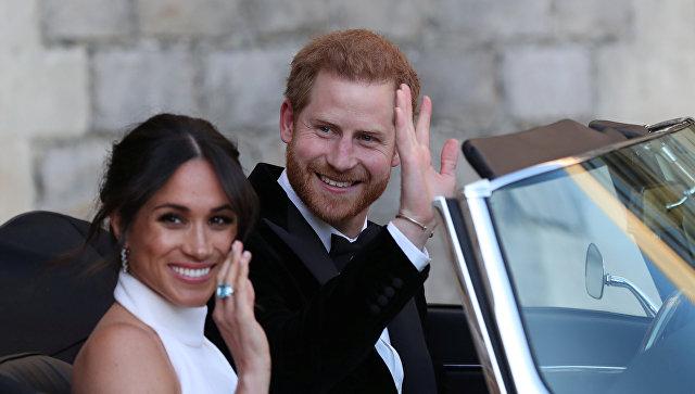 Молодожены герцог и герцогиня Сассекские, Меган Маркл и принц Гарри, покидают Виндзорский замок, чтобы присутствовать на вечернем приеме в доме Фрогмор, Великобритания. 19 мая 2018