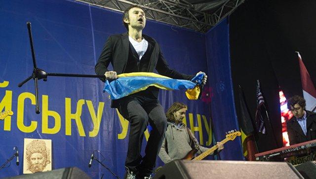Солист группы Океан Эльзи Святослав Вакарчук выступает на концерте на Площади Независимости в Киеве. Архивное фото