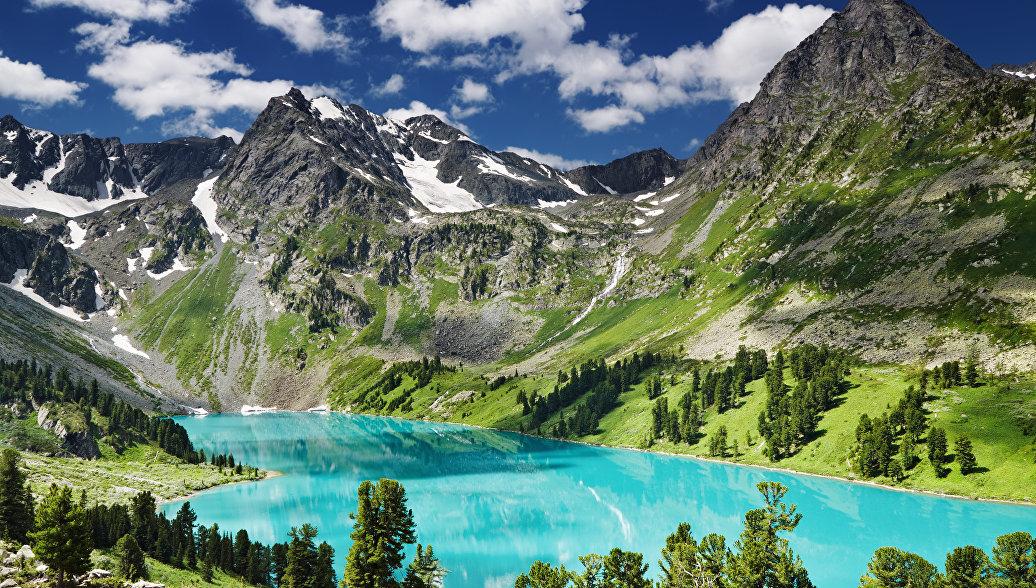 Озеро в Алтайских горах