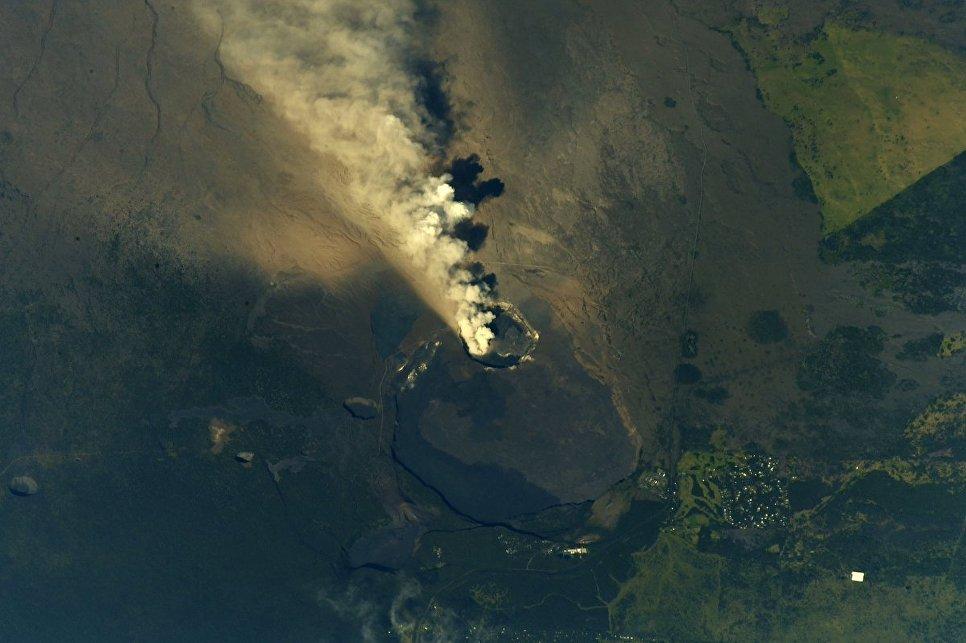 Извержение вулкана Килауэа на Гавайях снятое с борта МКС. 14 мая 2018 года