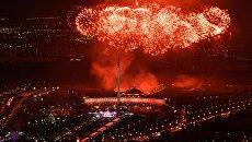 Праздничный салют в честь Дня Победы на Поклонной горе в Москве. Архивное фото