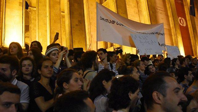 В Грузии патриархия призвала власти и митингующих к миру