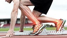 Профессиональная обувь бегунов оснащена специальной пружинящей прослойкой, позволяющей спортсменам развить более высокую скорость
