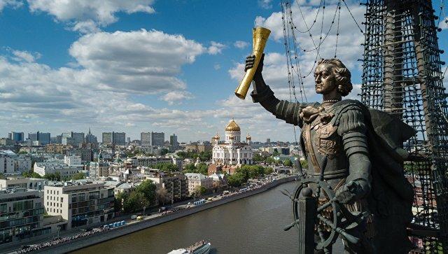 Памятник В ознаменование 300-летия российского флота (Петру I) работы Зураба Церетели в Москве