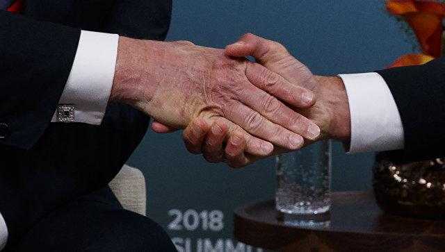 Рукопожатие на саммите G7. Архивное фото