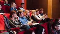 Зрители в кинотеатре Пионер. Архивное фото