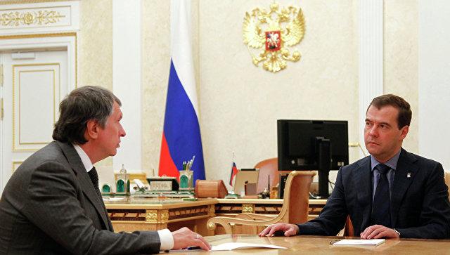Медведев провел встречу с Сечиным. Архивное фото