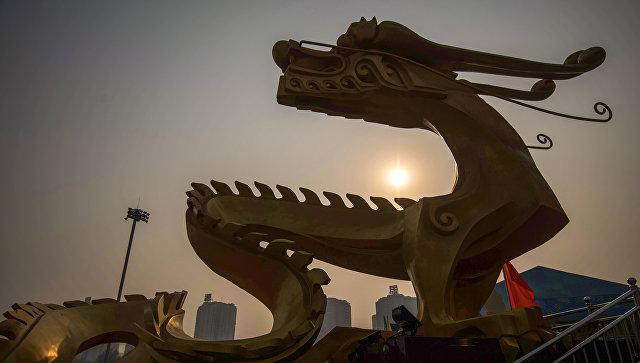 Скульптура дракона в Пекине. Архивное фото