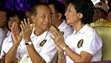 Принц Камбоджи Нородом Ранарит и его супруга Оук Пхалла. Архивное фото