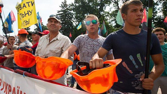 Шахтеры на акции протеста. Архивное фото