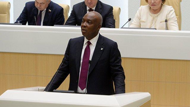 Председатель Сената Национальной ассамблеи Федеративной Республики Нигерии Абубакара Букола Сараки выступает на заседании Совета Федерации РФ. 20 июня 2018