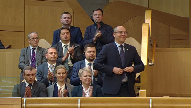 Парламент Шотландии приветствует аплодисментами спикера Верховной Рады Украины Андрея Парубия