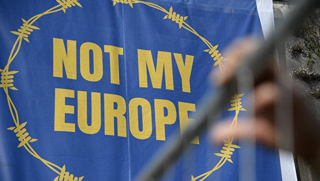 Баннер с надписью Не моя Европа во время акции протеста против миграционной политики ЕС в Риме, Италия. Архивное фото