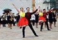 Выступление танцевального коллектива на торжественной церемонии выпуска офицеров из высших военных учебных заведений Министерства обороны РФ на Соборной площади в Кремле