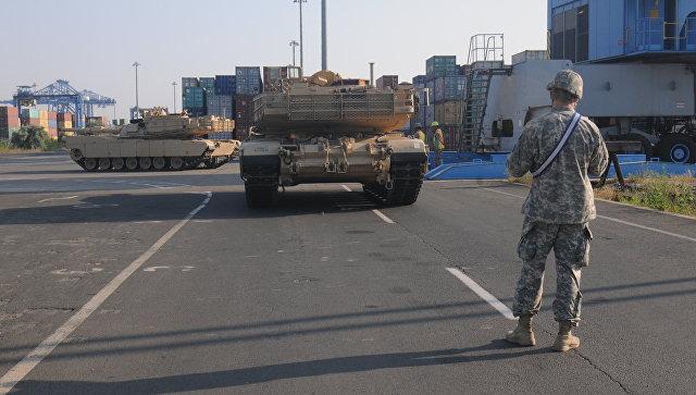 Перегрузка американских танков Абрамс в порту Констанца в Румынии. Архивное фото