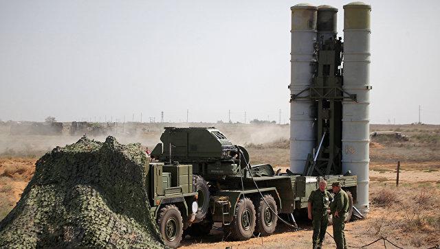 Зенитная ракетная система С-400 Триумф на полигоне. Архивное фото