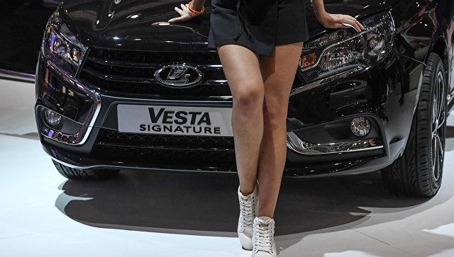 Модель на стенде автопроизводителя LADA на Московском международном автомобильном салоне. Архивное фото