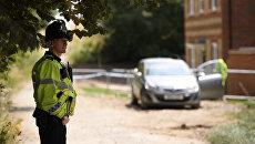 Полицейский у дома жертвы отравления в Эймсбери. Архивное фото