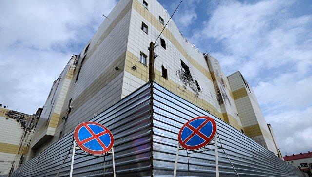 Здание торгово-развлекательного центра Зимняя вишня в Кемерово после пожара
