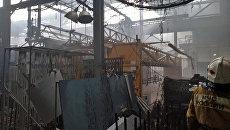 Сотрудники МЧС на месте пожара на Иркутском авиазаводе. 9 июля 2018