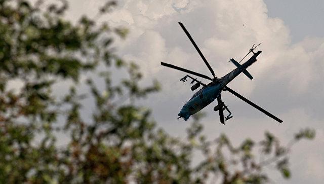 Украинский боевой вертолет в небе над Донецком. Архивное фото