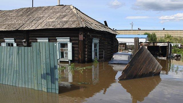 Частный дом на улице Лазо в Чите, затопленный в результате притока воды в реке Читинка.  10 июля 2018