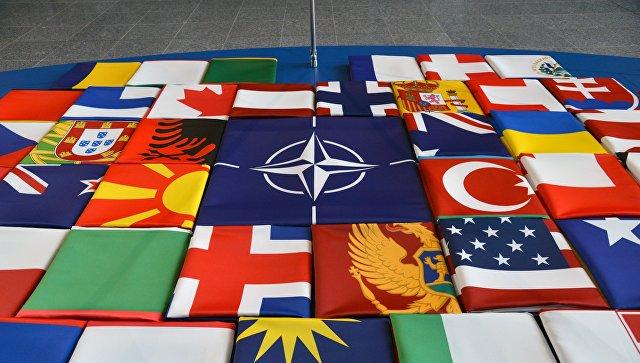 Флаги саммита стран-участниц НАТО в Брюсселе. 11 июля 2018. Архивное фото