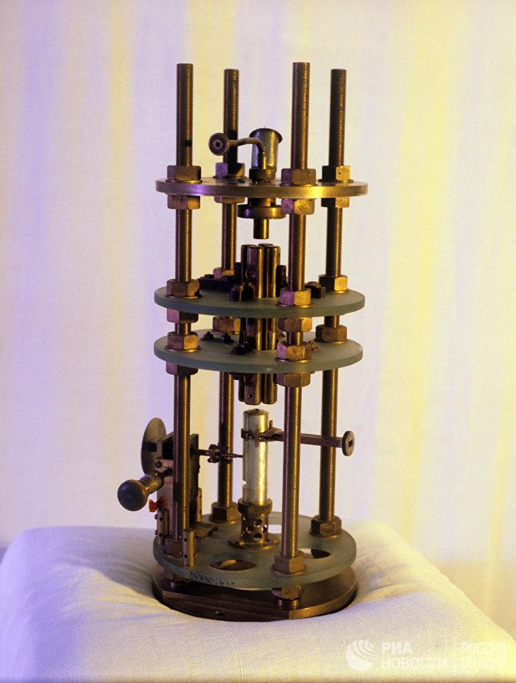 Первый квантовый генератор (мазер), созданный советскими физиками Басовым Н.Г. и Прохоровым А.М.