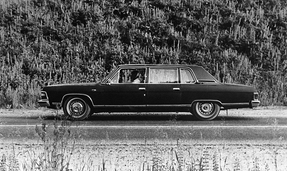 Автомобиль ГАЗ-14 Чайка