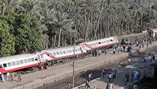 Пассажирский поезд, который сошел с рельсов в районе Аль-Бадрашень в провинции Гиза, к югу от столицы Египта в Каира.13 июля 2018