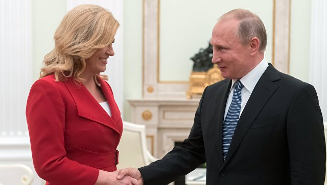 Владимир Путин и президент Хорватии Колинда Грабар-Китарович во время встречи. 15 июля 2018
